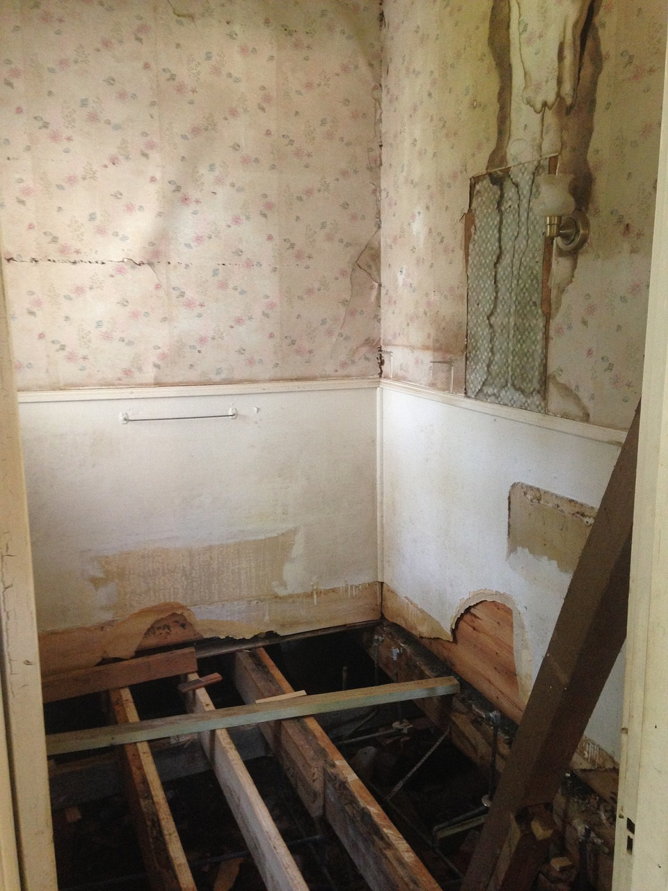 construction, demolition, bathroom remodel