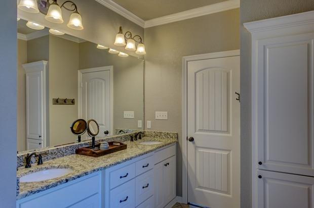 white traditional bathroom