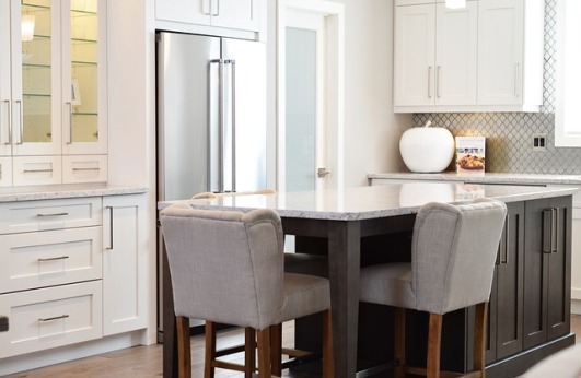 white shaker style cabinets, transitional style, white kitchens